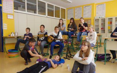 Filmska delavnica za nadarjene učence: ogled filma Šola rocka